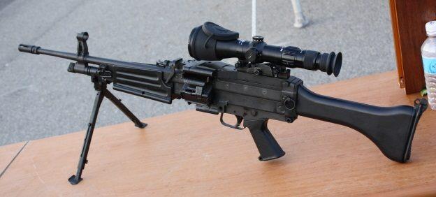 Пулемет daewoo k3 со снайперским прицелом